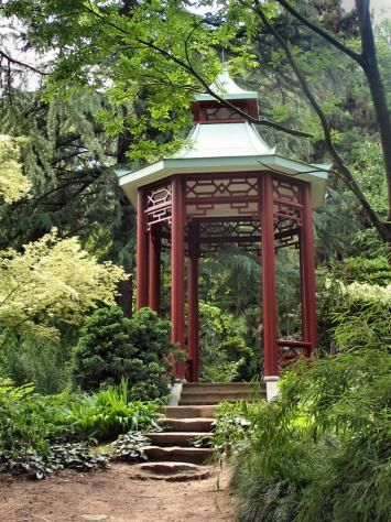 爱 Chinoiserie? Mais Qui! 爱 home decor in Chinese Chippendale style - garden pagoda house