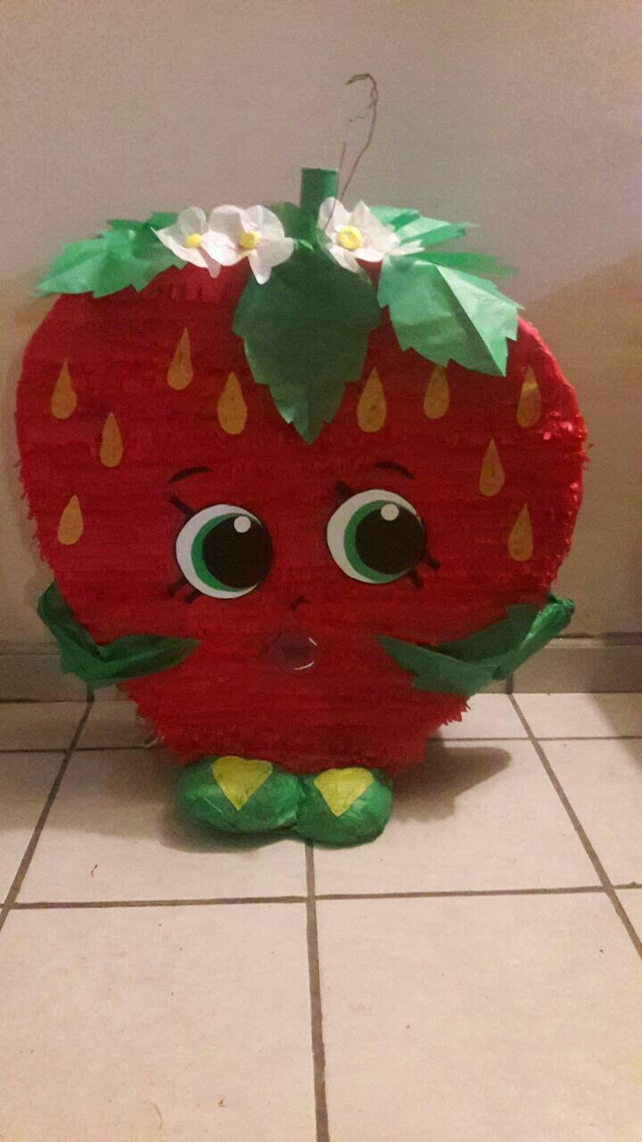 Strawberry shopkin piñata/ fiesta de Shopkins