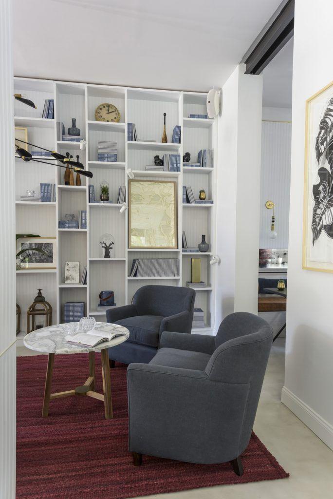 """Casa FOA 2016, el espacio ganador de la Medalla de Plata, de la diseñadora Grace Devecyan, El Bar, con una alfombra """"malbec"""" tejida a medida por Elementos Argentinos."""