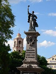Toma del monumento a la corregidora en el centro histórico de Santiago de Querétaro