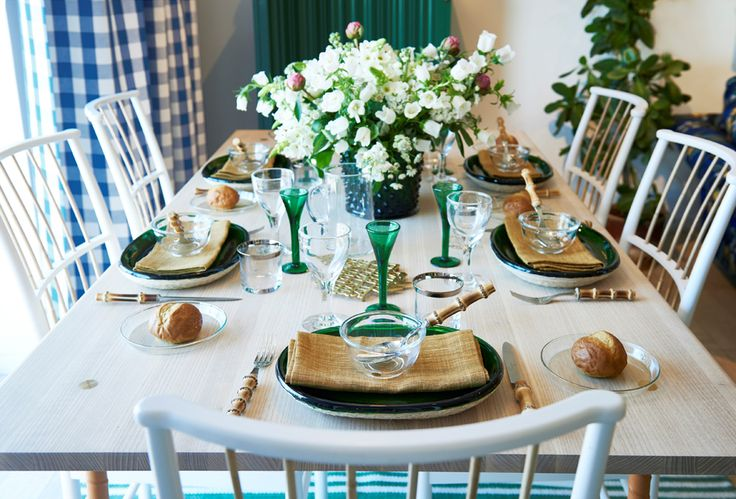 Simple folded napkins, discreet laid cutlery and refined flower arrangements. This was Estrid Ericsons recipe for a beautiful table setting.