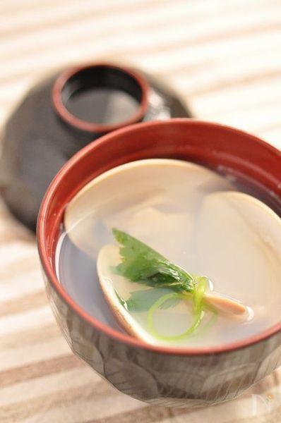 はまぐりと昆布のだしをシンプルにいただくお吸い物。天ぷらや、お寿司のサイドメニューにピッタリ♪