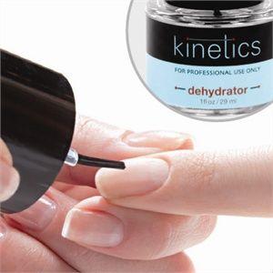 Dehydrator usuwa olej z powierzchni naturalnej płytki paznokcia