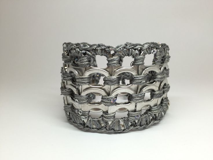 Braccialetto a fascia realizzato con linguette di lattine pop tabs di NaftalinaHandMade su Etsy
