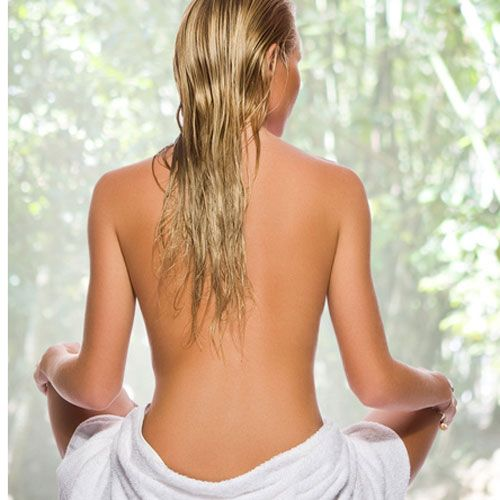 Tělová terapie stimuluje lymfodrenáž a aktivuje lipolýzu – štěpení tuků v těle.Viditelně se zlepší vzhled pokožky, především elasticita, pevnost a hebkost. Samozahřívací zábal pak urychlí vstřebávání účinných látek do pokožky více na http://www.hateasalon.cz/hubnuti-pardubice/zabaly-a-masaze/