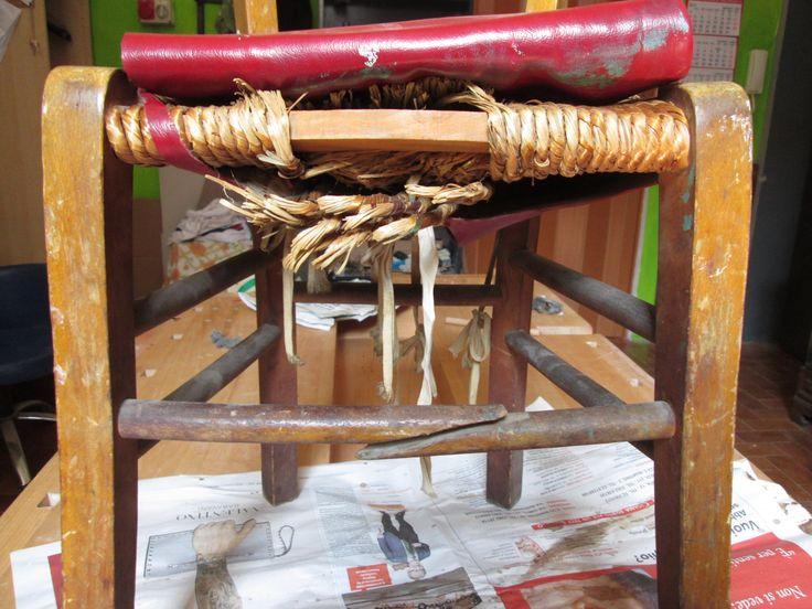 sedia rustica formato bambini, conciata male e da recuperare bene