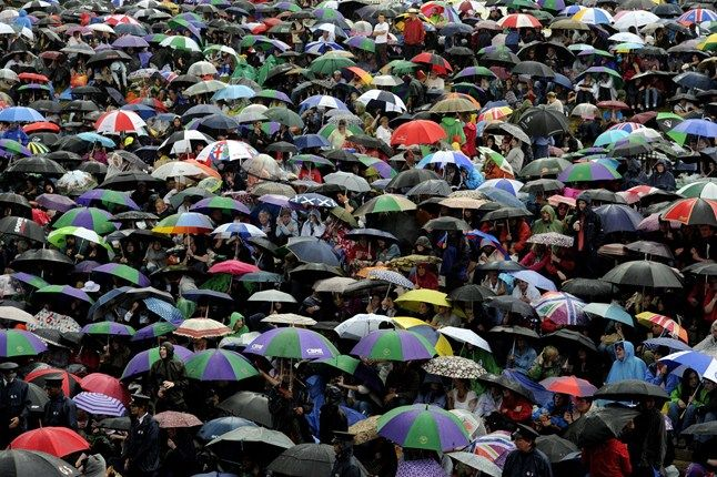 wimbledon umbrellas | ... pictures Travel pictures of the week A sea of umbrellas at Wimbledon
