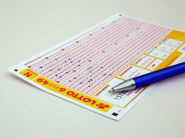"""Jugando y """"ganando"""" la lotería"""