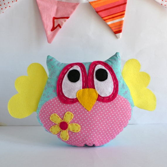 Owl pillow, owl softie, plush owl, hoot pillow made of fabric and felt - Perfect for nursery decoration or owl themed party or baby shower. €20,00, via Etsy.