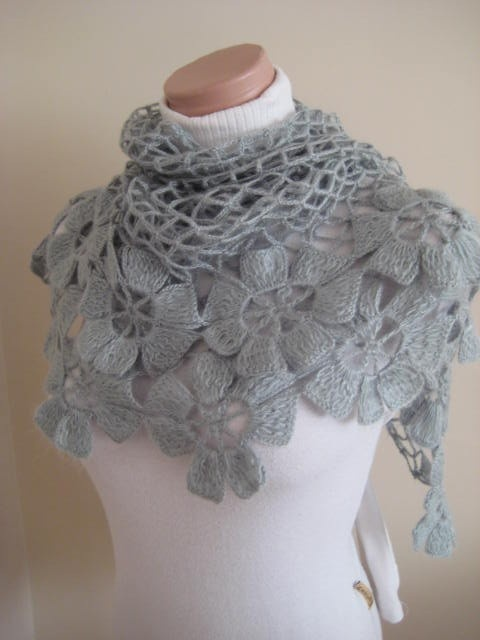 free pattern http://www.ravelry.com/patterns/library/flower-power-shawl