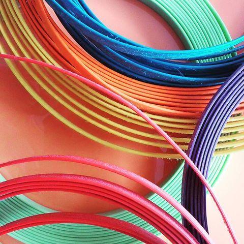 Não nos faltam cores... #amarelo #azul #laranja #vermelho #verde #fibrasintetica #campinas #villarattan