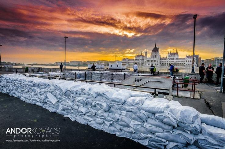 Budapest | Flood 2013. Photostream, 7. June. credit: Andor Kovács. Record High Flood is Coming, Pray for Budapest, Hungary! Follow Budapest | Flood 2013. Photostream on FB https://www.facebook.com/BudapestPocketGuide & on Google+ @ https://plus.google.com/u/0/b/115990222400409382986/115990222400409382986/posts  #budapest #flood #danube