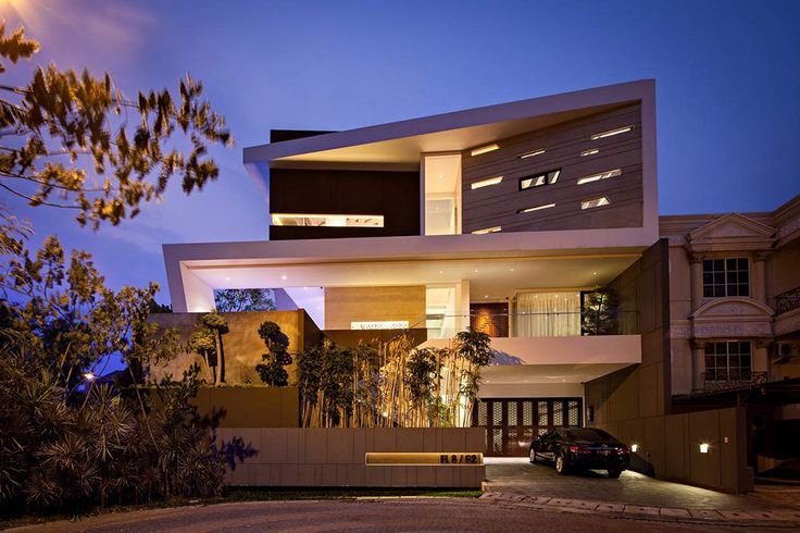 House in Jakarta by DP+HS Architects_Designed in 2014 by DP+HS Architects, this three-storey residence is located in an opulent residential area in North Jakarta, Indonesia.
