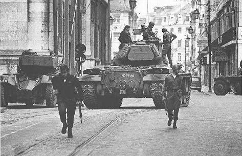 Portugal. Lisboa. Salgueiro Maia na Rua do Arsenal 25 Abril 1974. Foto de Alfredo Cunha