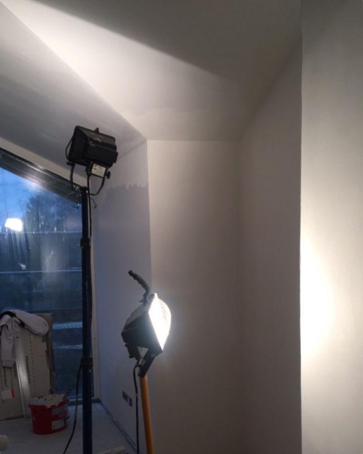 Fleißige Maler im ganzen Haus. Das macht optisch noch mal so einen Riesensprung!  Mehr in den #stories  . HAPPY WEEKEND!!  . #eigenheim #hausbau #wirbaueneinhaus #baufortschritt #bauupdate #buildersofig #bauherren2017 #hamburg #house #haus #housebuilding #newhome #aktivplus #aktivplushaus #massivhaus #neubau #living #cleanenergy #greenenergy #sustainability #architecture #architecturephotography #architecturelovers #instahome #steinaufstein #architektenhaus #maler #farbe #kathedraldecke