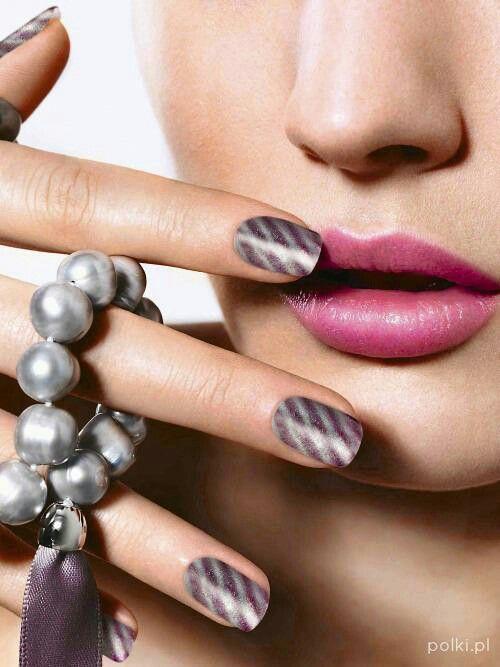 Golden Rose Magnetic #magnetic #nails #manicure #goldenrose