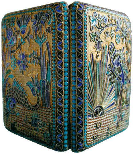 Портсигар украшенный полихромными и живописными эмалями Конец XIX - начало XX веков