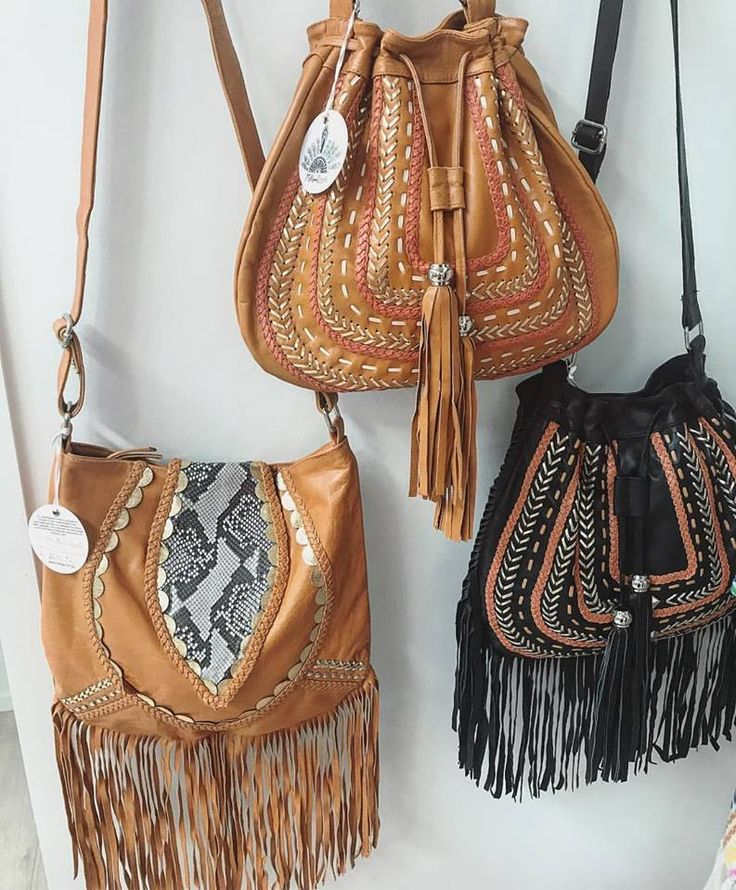 Fringe or no fringe, the choice is yours   our leather Free As A Bird and Dream Weaver Bags come in both options ~  #mahiyaleather #bohoaccessories #bohobags #leatherbags #handbags #leather #handmade #leatherpurses