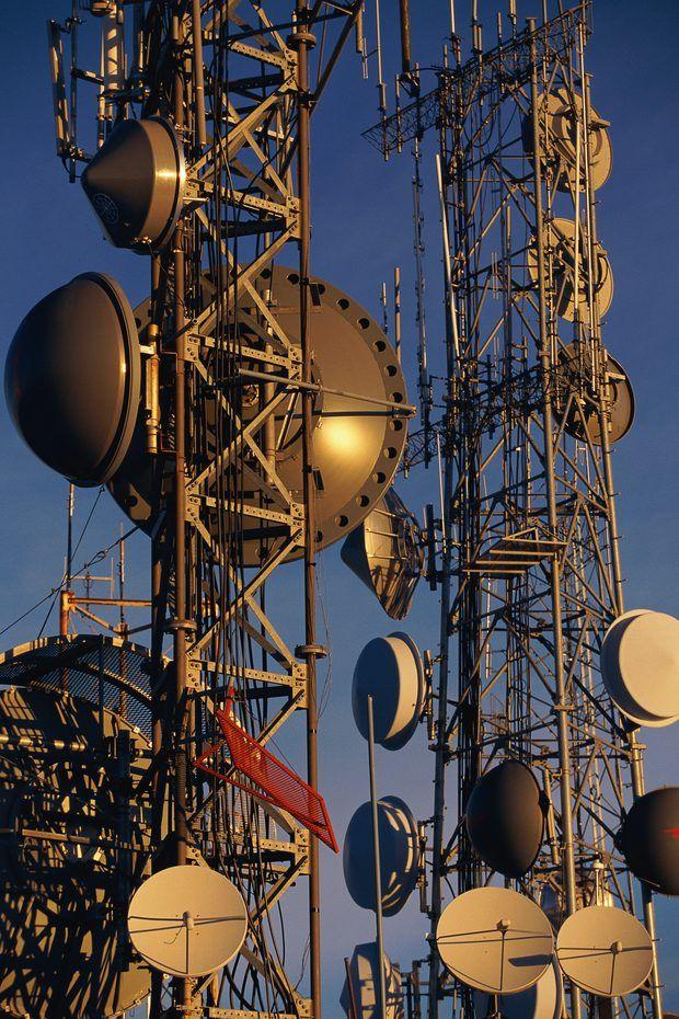 Torres con Antenas de telecomunicaciones  (620×930)