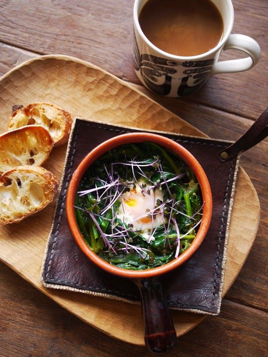 What I ate this morning: 2014/03/21 egg in spinach nest, bread, coffee