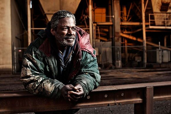 Photographer Aaron Draper is raising the awareness of the homeless through a series of illuminating portraits of people without a place to sleep. More photos and info on Camyx! #portrait #photography #art #project #awareness