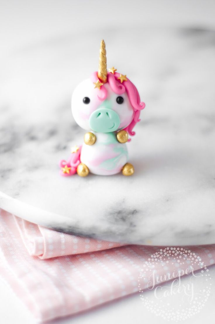 adorable little unicorn cupcake topper tutorial from juniper cakery unicorns pinterest. Black Bedroom Furniture Sets. Home Design Ideas