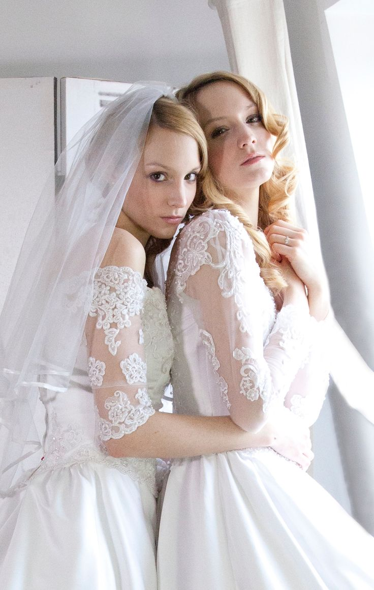 Wedding day with twin sisters. Muah Maya CHANCELADE female model Adam Twins Photograph Guillaume Deperrois.