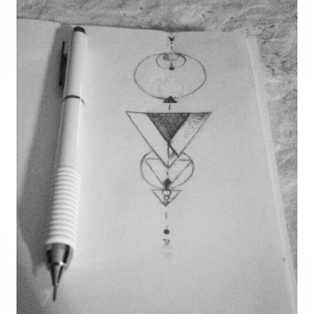 Loro chiedono e io disegno #tattooidea #tattoo #lineartattoos #geometrictattoos #draw #drawingoftheday #drawing #black #white #pencil #triangle #circle #freehand #art #alternative