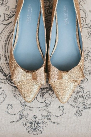 Gold glitter wedding shoes- with bows. Yes. Please!