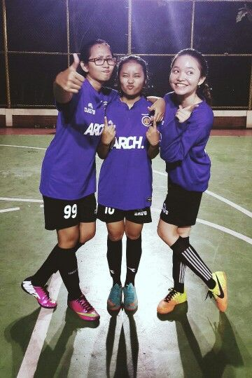 In my right, orchidea kartika. In my left, geini agni. My super awesome futsal mate sejak jaman maba cimit cimit hahaha. And this is our last season together ppffttt