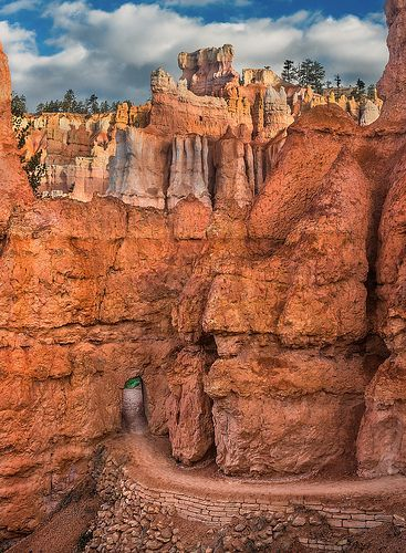 Queens Garden pathway in Bryce Canyon National Park, Utah:
