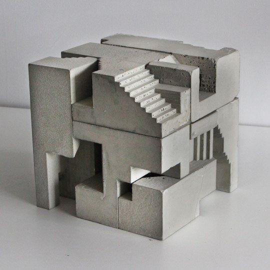 Betonnen blokken als bouwsteen voor massastudies/sculpturen van David Umemoto.