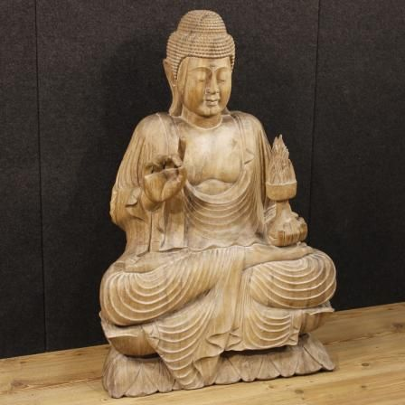 1800€ Oriental Buddha sculpture in wood. Visit our website www.parino.it #antiques #antiquariato #art #antiquities #antiquario #sculpture #statue #decorative #interiordesign #homedecoration #antiqueshop #antiquestore #wood #statue
