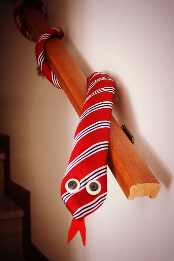 a casa di eli per lora del tè: Come riciclare le cravatte: il serpentone