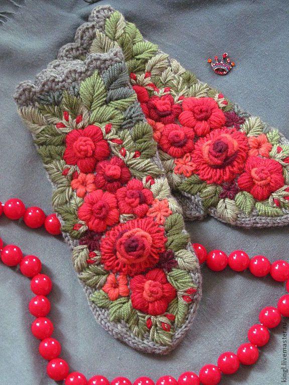 """Купить Варежки вязаные с вышивкой """"Рябиновые"""" - тёмно-зелёный, цветочный, варежки ручной работы"""