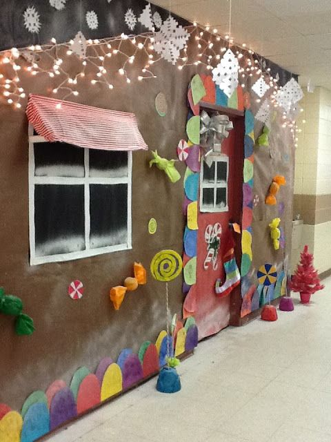 Wish I would have been this crafty in middle school...Christmas Door Decorating Decor Contest