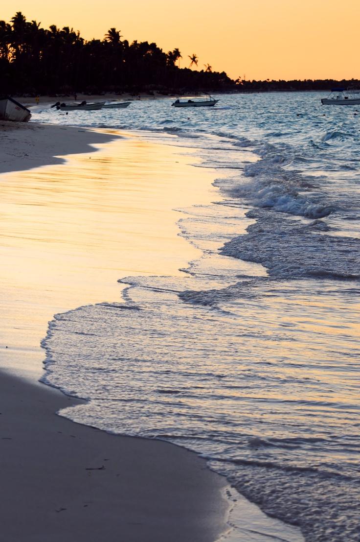 #RepubliqueDominicaine #PuntaCana . Coucher de soleil sur le lagon proche de Punta Cana. http://vp.etr.im/fcf8