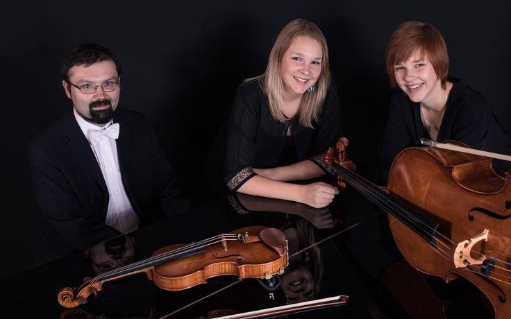 Annette Fritz und ihre Schwester Valerie spielen gemeinsam mit Dmitrij Romanov bei Zukunft.Musik