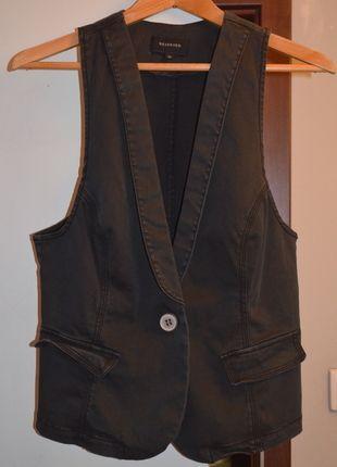 Kup mój przedmiot na #vintedpl http://www.vinted.pl/damska-odziez/marynarki-zakiety-blezery/7644795-kamizelka-czarna-reserved-elegancka-zapinana-na-guzik