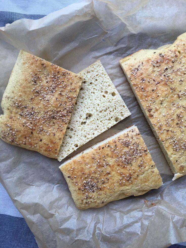Dette sandwichbrød eller toastbrød indeholder kun 2,5 g kulhydrat pr. portion, så det bliver vel næsten ikke mere low carb. Og så er det smagsneutralt, fordi det er bagt helt uden nøddemel men med …