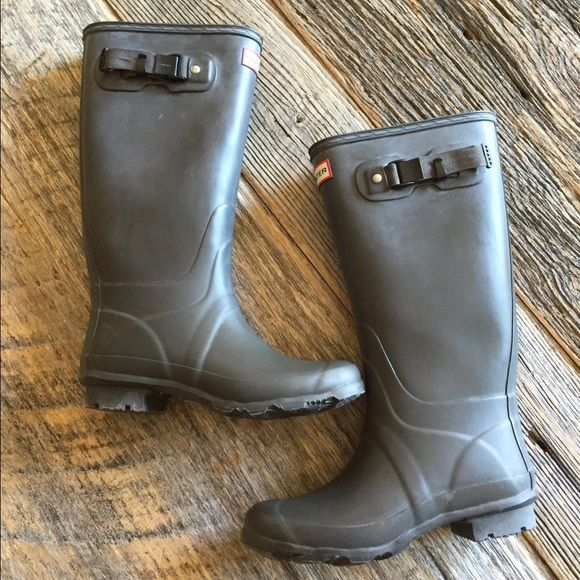 Hunter Original Huntress boots Excellent used condition Hunter huntress boots in matte black, which look more like charcoal gray. No trades or box. US 7 EU 38 Hunter Boots Shoes Winter & Rain Boots