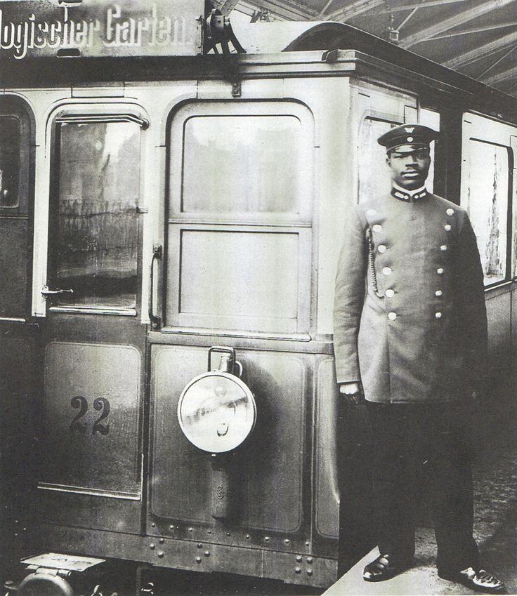 Martin Diobe, BVG Zugführer, 1908. Er war einer der ersten, die aus einer deutschen Kolonie nach Deutschland kamen und hier blieben.