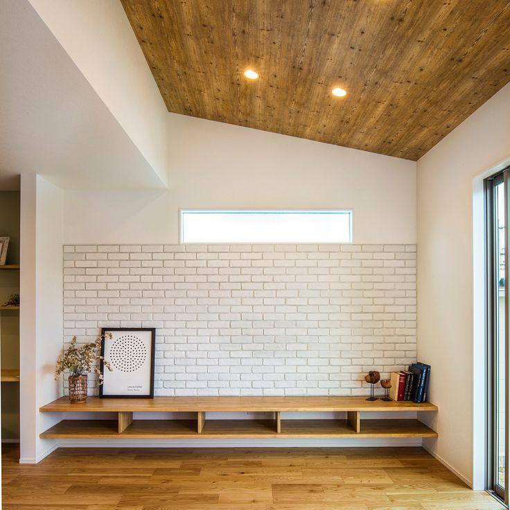 岡崎市にて完成現場見学会を開催いたします! 『OPEN HOUSE』 ■日程 : 10/2(MON),10/3(TUE) ■時間 : 10:00〜20:00 ブラックのタイルをメインに木目調と白い塗り壁が上品なファサードのお住まい。 勾配天井が開放的なリビングには、シンプルながらも存在感のある白のブリックタイルを使い、カフェ風インテリアに。 また、キッチンの腰壁には黒板クロスで色味にアクセントと遊び心をプラスしました。 ※こちらのお住まいのご見学は完全予約制とさせていただきます。ご見学はご希望のお客様は下記までお電話いただくか、クラシスホーム豊田店までお越しください。 【お問い合わせ】 TEL:0565-42-7296 クラシスホーム豊田店