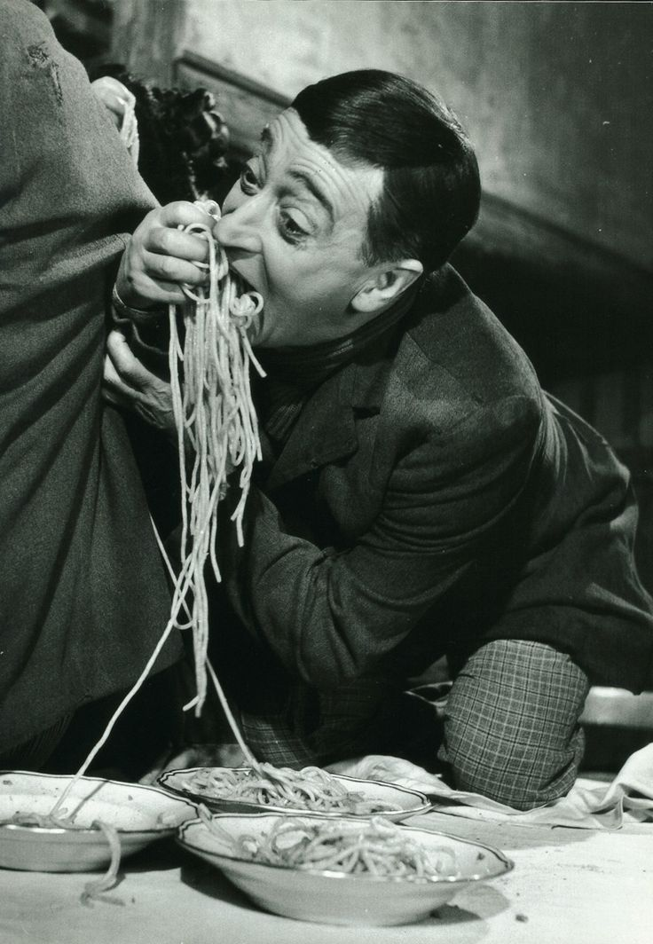 Toto eating spaghetti - Have you ever wondered how to eat properly ITALIAN SPAGHETTI? Follow these 5 simple rules and you're never going to ge