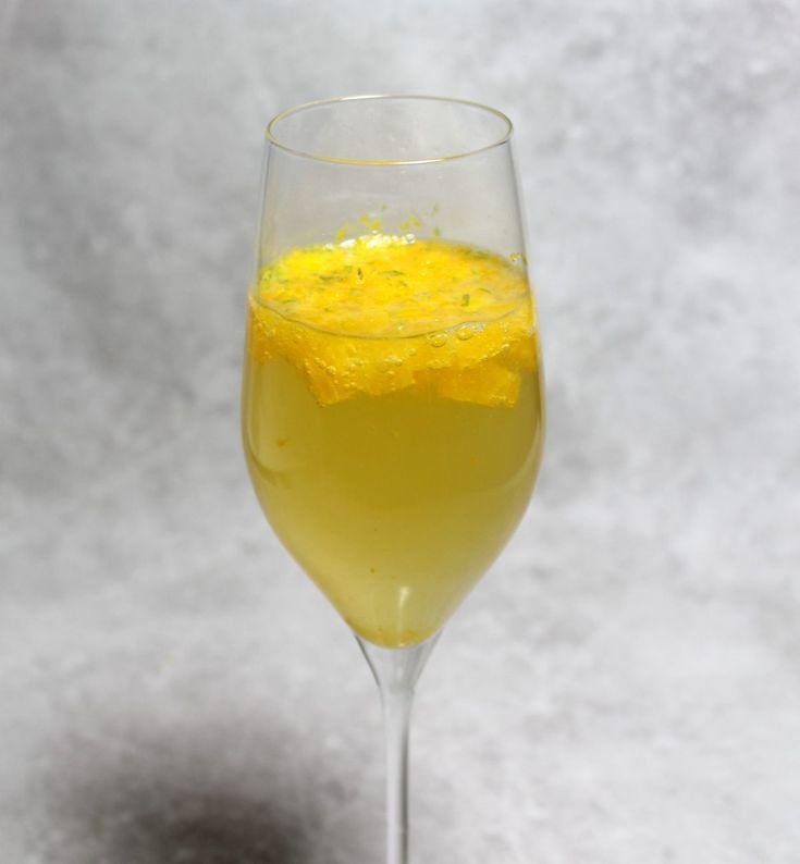 Un cocktail de champagne et d'agrumes par Alain Ducasse...
