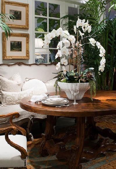 Eye For Design: Decorating Elegant White Interiors........Especially At Christmas