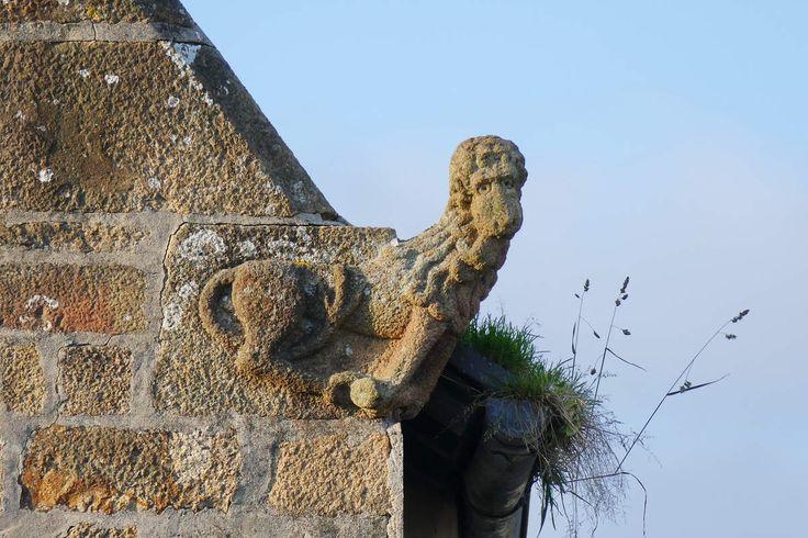 Lion croque-mort, crossette de l''Auberge aux treize lunes.