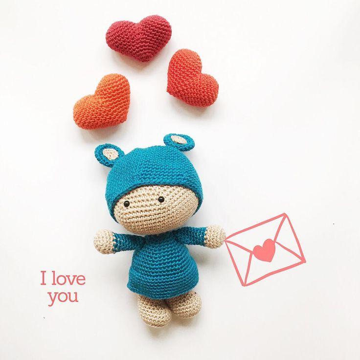 """Every day is a good day to say """"I love you"""" ❤️ . Cualquier día es un buen día para decir """"te quiero"""" ❤️ . Pattern/patrón #tekubi: modified from @pequicosas . . . . . . . . . . #mitxoko #mitxokocraft #kidsdecor #kidstoys #crochetforbaby #creativehappylife #createeveryday #crochet #craftymama #ganxet #ganchillo #örgü #uncinetto #haken #häkeln #haekeln #virkat #virkning #abmcrafty #lovecrochet #crochetlove #crochetgirlgang #craftastherapy #amigurumi #amigurumidoll #handmadegifts…"""