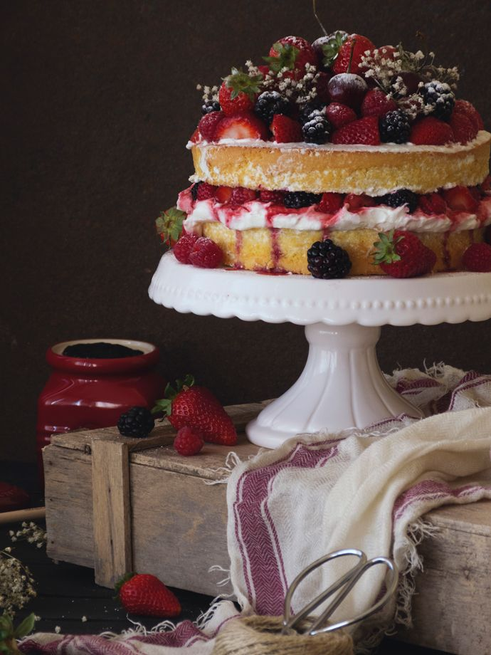NAKED CAKE VERANIEGA DE FRUTOS ROJOS | Claudia&Julia