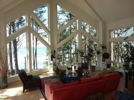 Nice windows. And great Pacific ocean view. Can't help it. I want to live on the Oregon Coast.